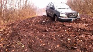 Lexus RX300 AWD Stuck in Slippery Mud Offroad