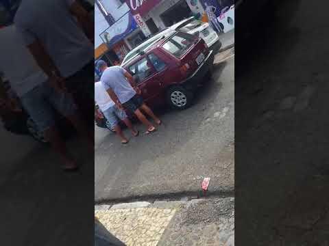 Conjacuipense é flagrado agredindo idoso após acidente de trânsito em Feira