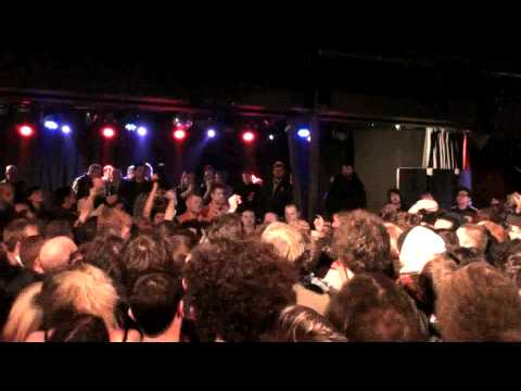 Monotonix at the ATP Festival in Minehead, Uk on 12-6-08.  Full show in HD.