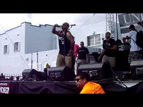 DJ Laz Dissing Lil Wayne at Calle 8 2013/Pitbull Harlem Shake Remix