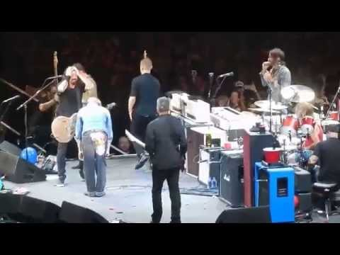 The Foo Fighters w David Lee Roth playing Van Halen's Panama The Forum 1/10/15