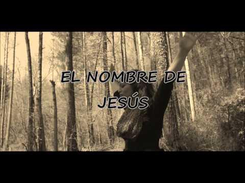El nombre de Jesús (Video letra) REDIMI2 feat. CHRISTINE D'CLARIO