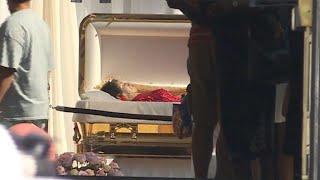 Emotionaler Abschied von Aretha Franklin am offenen Sarg