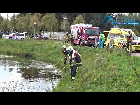 Zoekactie in water na vinden kinderfietsje in Kloosterveen
