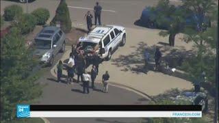 رجل يطعن شرطيا في مطار بولاية ميشيغان وهو يهتف