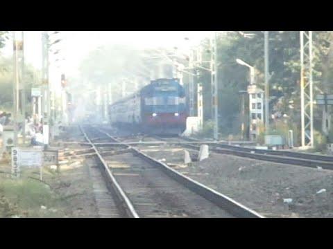 22188 JBP HBJ Intercity SF. EXPRESS in Kachhpura bridge maddly Honking