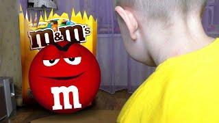 Рома играет против огромных конфет
