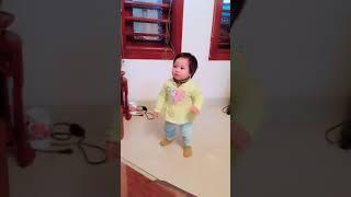 Em bé 14m nhảy nhạc Tin Tin