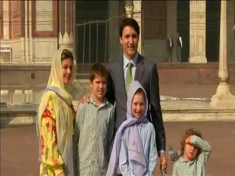 Canada's Trudeau visits New Delhi's grand old mosque