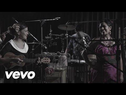 Natalia Lafourcade - La Fugitiva (En Vivo) ft. Lila Downs