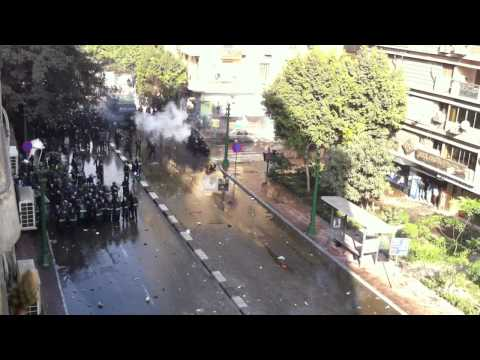 Amazing Egypt Protest Violence footage in downtown Cairo filmed by Americans 28th Jan 2011 (2of2 HD)