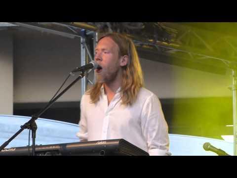 Friska Viljor - Arpeggio - live Dachauer Musiksommer 2014-06-07