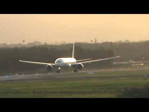 Boeing 777-300ER Air France take off in Guadeloupe [F-GSQS]