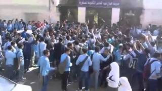 بالفيديو والصور.. ثورة 'الحصة السابعة' تقطع الطريق بالفيوم.. والطلاب: 'مش عايزينها.. مش عايزينها'