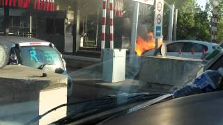 Voiture en feu péage de Toulouse 21 avril 2015