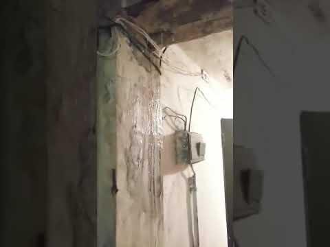 Проливные дожди идут внутри жилого многоквартирного дома в Кизляре