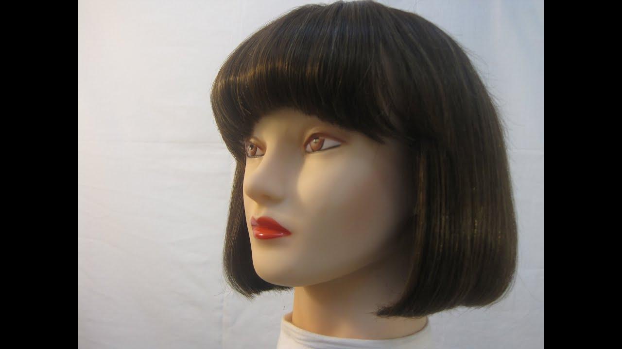 Mujer con cabello corto chupa deliciosamente una verga en un bantildeo - 5 9