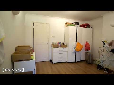 Furnished rooms to rent in 3-bedroom apartment in Putney - Spotahome (ref 150615)