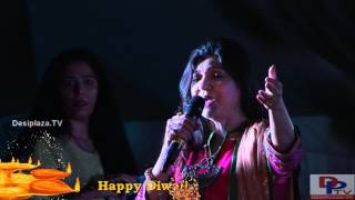 Gambar cover Alka Yagnik singing  Suraj Hua Maddham song at DFWICS Diwali Mela 2015 at Dallas.