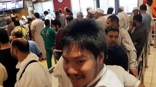 Nyobain makanan di restoran Al Baik