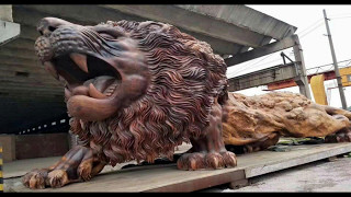 Baixar The World's Largest Giant Lion Sculpture Carved From Single Tree