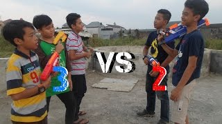 Repeat youtube video Nerf War : 2 vs 3!