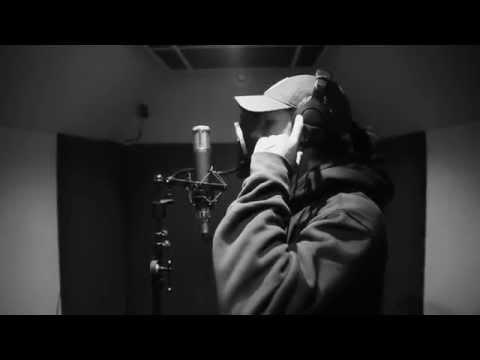 Nekfeu - Un homme et un microphone N°1 /      FEU DANS LES BACS LE 8 JUIN