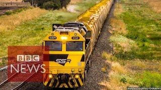 Mega train delivers Australian record - BBC News