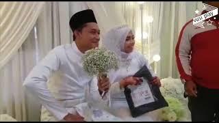 В Малайзии курьер прервал свадьбу, чтобы вручить невесте посылку