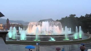 Поющие фонтаны в Барселоне -- видео(http://www.mpr-2010.ru/?p=5012/ -- Волшебный фонтан Монжуик (The Magic Fountain of Montjuïc) является одной из самых посещаемых достопр..., 2012-08-04T11:35:59.000Z)