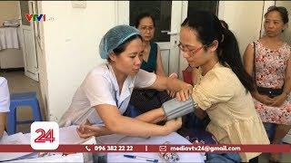 Khám sức khỏe miễn phí cho người dân gần nhà máy Rạng Đông | VTV24