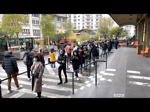 Hundreds of students and youths queue up for food parcels in Paris