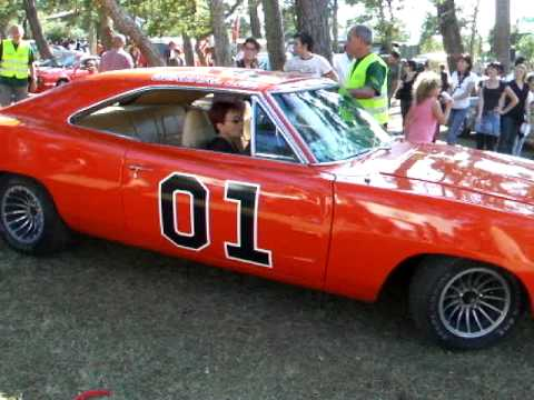 general lee sherif fais moi peur the dukes of hazzard dodge charger 69 youtube. Black Bedroom Furniture Sets. Home Design Ideas