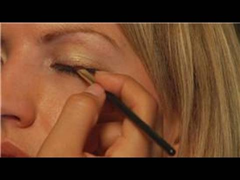 Makeup Application : How to Apply Mineral Eye Shadow as an Eyeliner