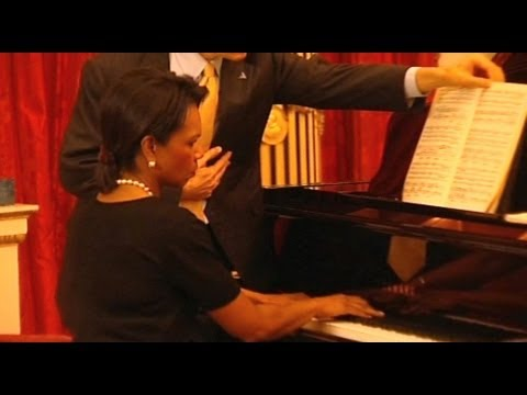 Condoleezza Rice playing the piano for Queen Elizabeth II