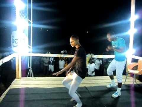 OBUASI SEC. TECH. DOING THE 'AZONTO' DANCE.
