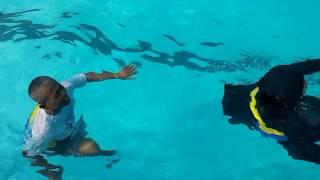 Video MANJUR! Terapi Syaraf Kejepit di Kolam air dalam meski tidak bisa berenang hidroterapi download MP3, 3GP, MP4, WEBM, AVI, FLV Mei 2018