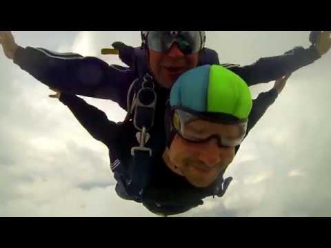 Прыжки с парашютом в Перми. СкайЦентр Пермь 2016из YouTube · С высокой четкостью · Длительность: 1 мин34 с  · Просмотров: 519 · отправлено: 20-12-2016 · кем отправлено: Perm Skydive Video Pro