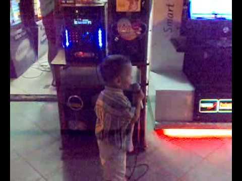 Hadrian en karaoke LG