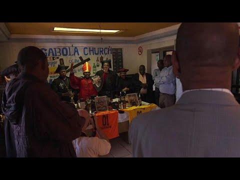 شاهد: أسقف كنيسة يبارك المصلين بشرب البيرة  - نشر قبل 9 ساعة