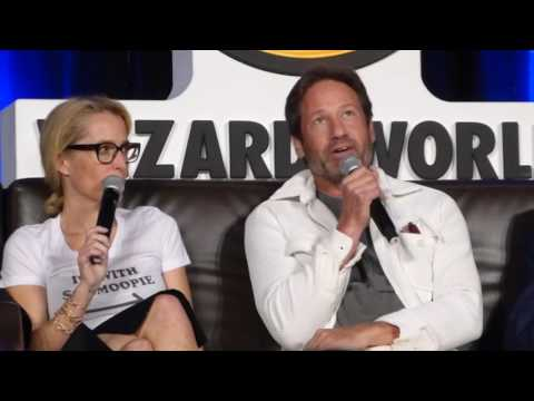 X-Files Cast at Wizard World Chicago 2016 panel talking about their favorite moment