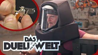 Die kleinste Waffe der Welt: Axel Stein soll angeschossen werden! | Duell um die Welt | ProSieben