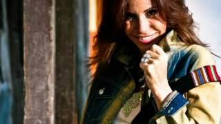 Julie Freundt Feat Tecupae - Róbame un Beso