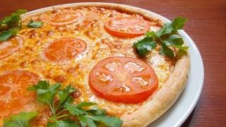 Пицца с сыром Моцарелла )pizza with mozzarella cheese