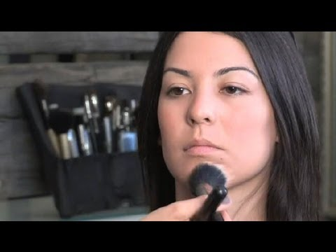 How to Apply a Cream Bronzer With a Brush : Makeup Advice