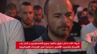 الاحتلال يفرق بالقوة جموع الفلسطينيين أمام باب الأسباط
