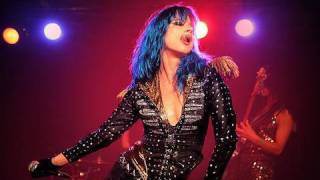 "Juliette Lewis ""Uh Huh"" Live on FearlessMusic.com"