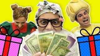 فوزي موزي وتوتي – تيتا والهدايا  – Opening presents