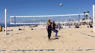 Girls Play Doubles Games of Volleyball - 1019400-2
