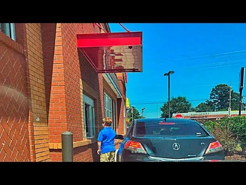 Mom Spots Man's License Plate In Front Of Her At Drive Thru. Sends Son Running To Alert The Cashier